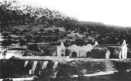 Большая часть подвалов в Новом Свете была оборудована в природных пещерах, общая протяжённость тоннелей для хранения и выдержки вин составляла 3,5 версты.